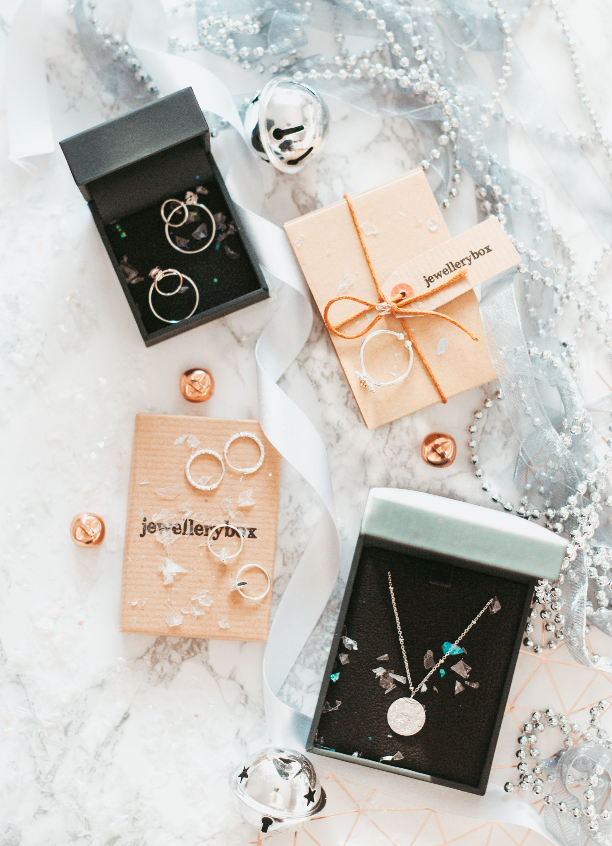 forever september, gift guide for the jewellery lover, jewellery, jewellery box, john greed, silver jewellery, sterling silver, necklace, earrings, ring, daisy ring, flatlay, beauty, fashion, lifestyle, christmas, gift guide,